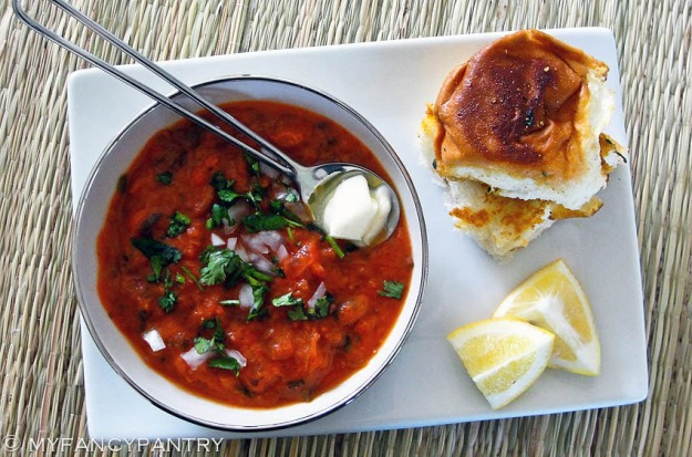 Indian Pav bhaji, Indian vegetarian chili, pav, bhaji, Indian street food, bombay street food, mumbai street food, Easy Pav bhaji, Pav bhaji