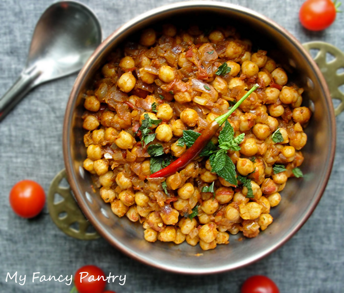 Meatless Monday: Indian Chole Masala (Chickpea Curry) | My ...