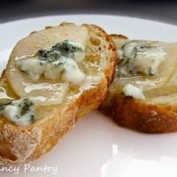 Pear, Honey and Blue Cheese Appetizer Toasts