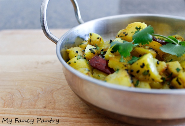 potato curry, dry potato curry, bengali potato curry, bengali potatoes, potatoes cooked in mustard oil, potato sabzi