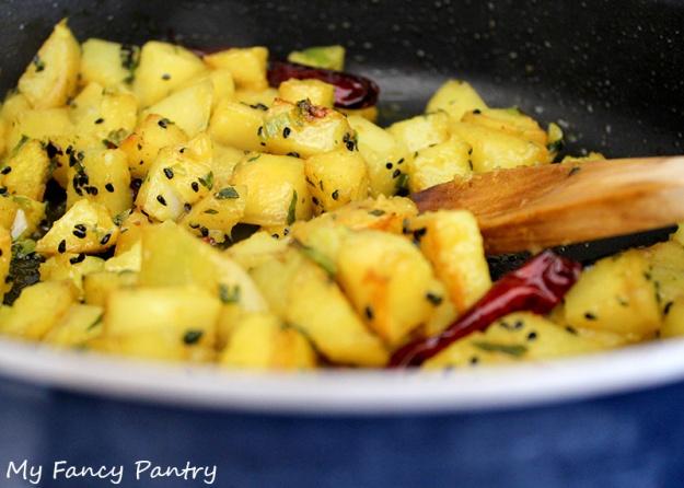 mustard oil potatoes, bengali potatoes, easy spiced potatoes, indian potatoes
