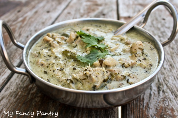 ilaichi chicken curry, ilaichi curry, goan chicken curry, goa chicken curry, chicken curry, coconut chicken curry, cardamom chicken curry, coconut cardamom and yogurt chicken curry, kerala curry, kerala chicken curry, white curry sauce, white chicken curry